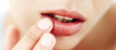 Hidratar los labios a diario