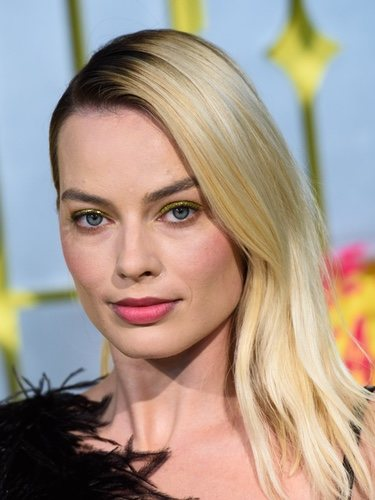 Margot Robbie apuesta por el amarillo en su beauty look