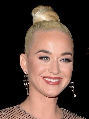 Katy Perry deslumbra con su recogido