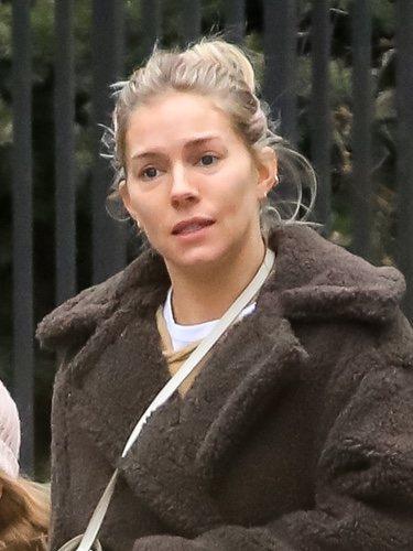 Sienna Miller con un </p><p> beauty look descuidado