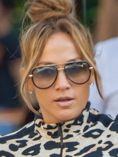 Jennifer Lopez con un beauty look estrafalario