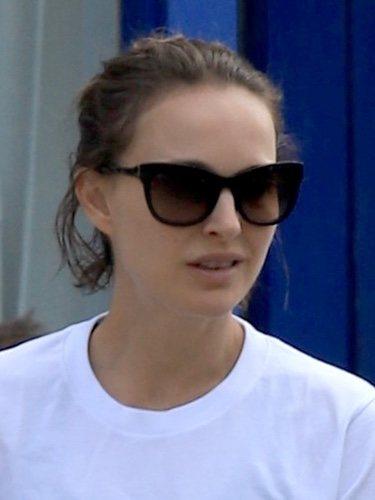 Natalie Portman intenta realizar un semirecogido