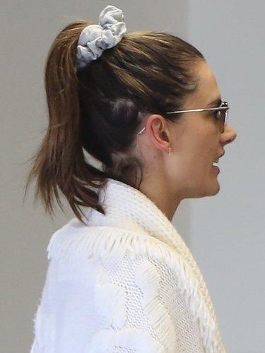 Alessandra Ambrosio con el pelo sucio