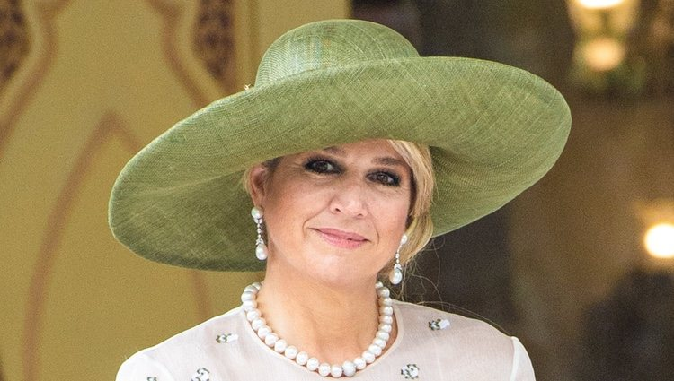 La Reina de Holanda luce un tocado fabuloso