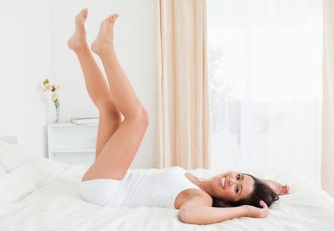 Ejercicios para las varices: elevar las piernas y pedalear en el aire