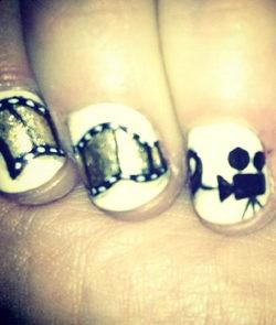 Las uñas de Zooey Deschanel en los Globos de Oro 2013