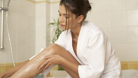 Hidrata tus piernas tras la depilación