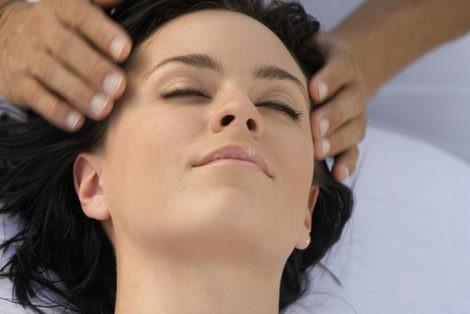 Relaja tu rostro con un masaje Shiatsu