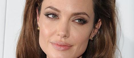 Angelina Jolie tiene las cejas arqueadas