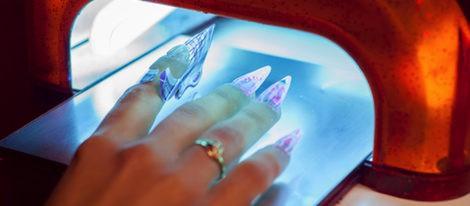 Proceso de secado de las uñas acrílicas