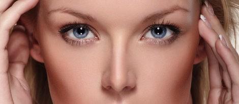 Los ojos azules requieren poco maquillaje