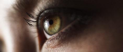 Apuesta por los colores cálidos si tienes los ojos verdes
