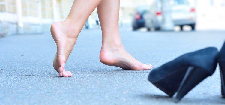 Una mala postura y un calzado malo también afecta a las durezas