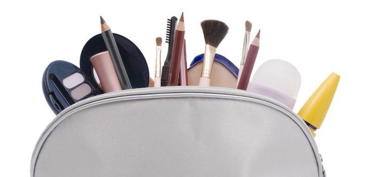 Organiza tu maquillaje cada cierto tiempo