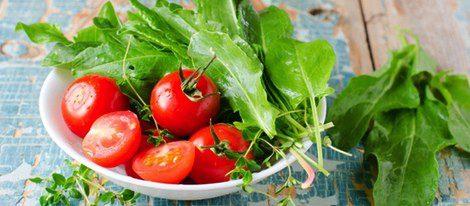 Las espinacas y el tomate, tus aliados contra el acné