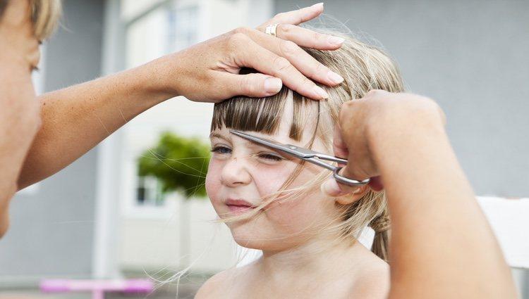 El flequillo para las niñas de pelo liso siempre es un acierto