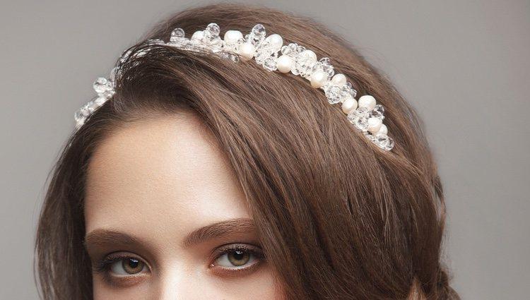Si tienes el pelo muy corto, un adorno será la mejor opción