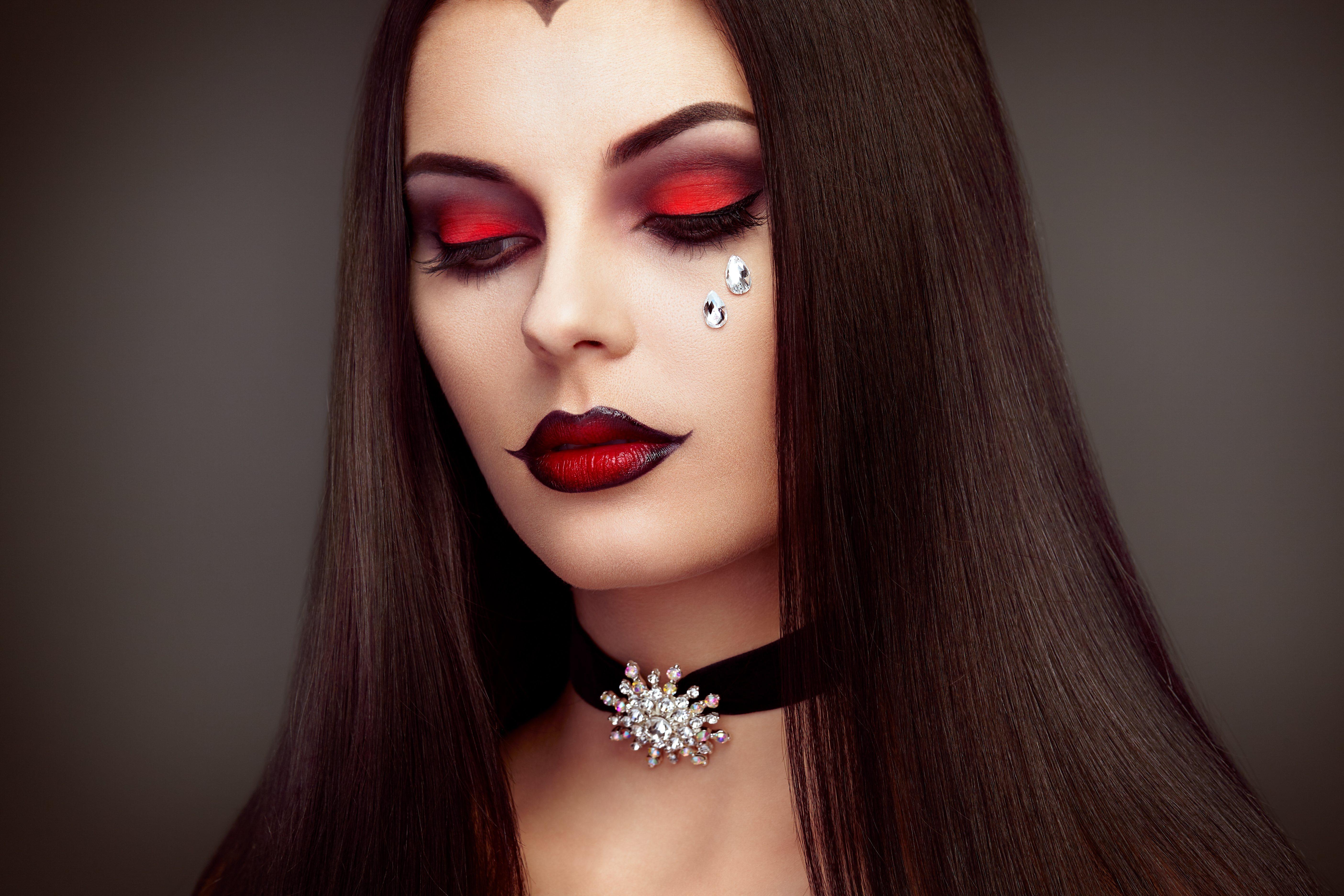 Look de maquillaje de vampiresa para Halloween