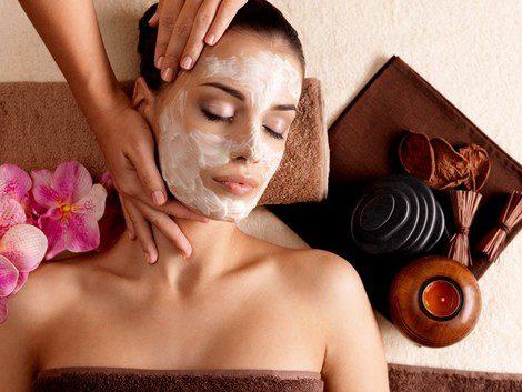 El profesional te aplicará distintos productos faciales