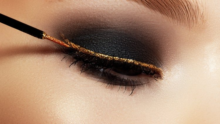 El dorado es un clásico de los maquillajes de Navidad