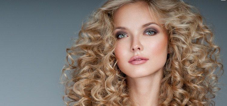 La permanente es una sencilla y cómoda opción para dar forma a tu pelo ya sea largo o corto