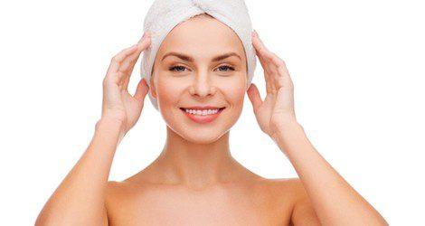 Enrolla el pelo con una toalla tras aplicar la mascarilla
