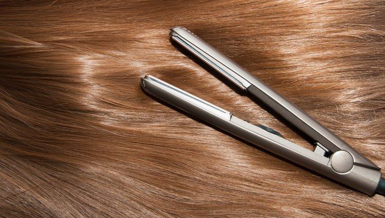 Antes de planchar el pelo, hay que prepararlo aplicando mascarilla