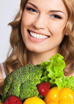 El brocoli y las fresas son buenos para el pelo