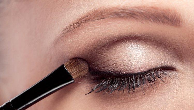 Los marrones y los beige, los colores más adecuados para la sombra de ojos