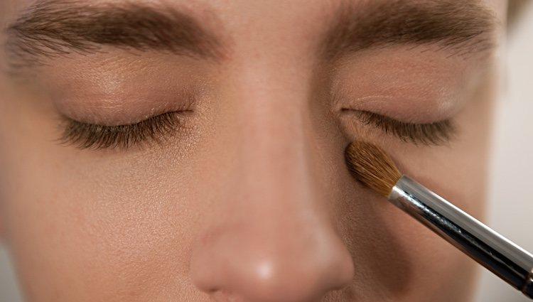 El contorno de ojos tiene que ser del tono adecuado para que funcione