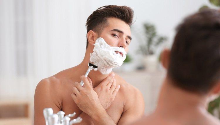 Al igual que al afeitarse, es preciso siempre echarse espuma de afeitar
