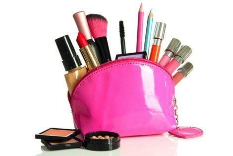Algunos básicos de un kit de maquillaje para adolescentes