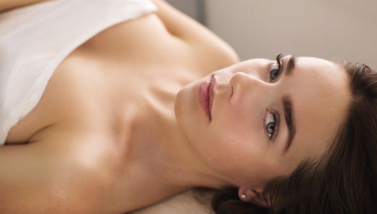 Antes de irte a dormir es un buen momento para hacerte un masaje facial