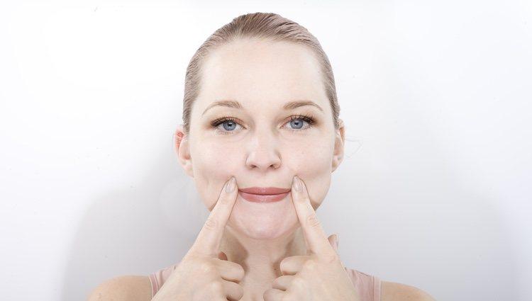 Existen rutinas de gimnasia facial exprés que fortalecen todo el rostro