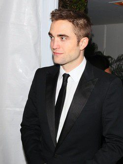 Robert Pattinson con un corte asimétrico