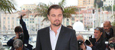 Leonardo DiCaprio con la raya al lado
