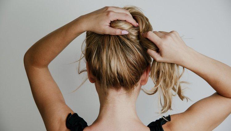 Lavarse el pelo justo antes de hacerse un moño es un grave error