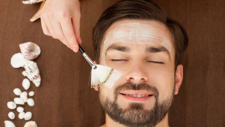 La piel de los hombres es más resistente a los exfoliantes