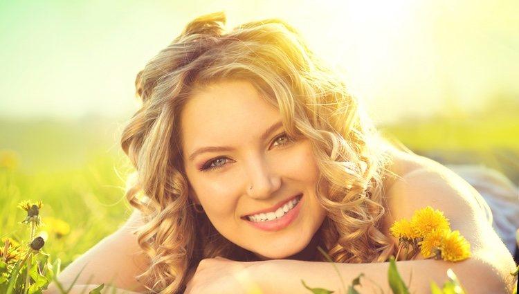 El afecta a la melanina del cabello tanto como a la de la piel