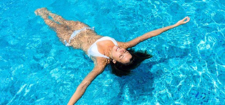 El cloro afecta al manto graso protector