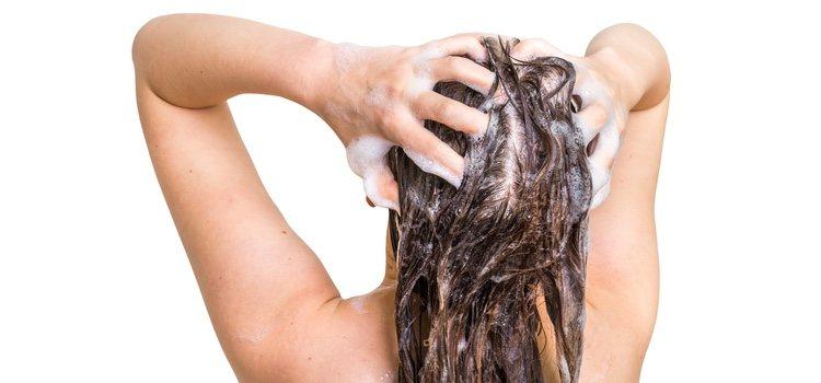 Se puede lavar el cabello con productos caseros
