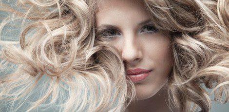 El rubio platino aporta un estilo sofisticado, romántico y moderno