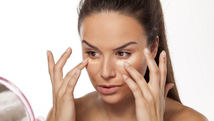 El antiojeras es fundamental para cualquier buen maquillaje