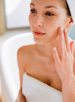 Decolorar el vello: la alternativa a la depilación