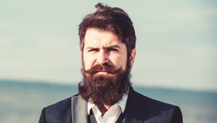 Una barba completa como la tupida, pero recortada