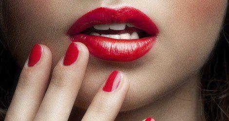 Completa tu look con las uñas a conjunto del color de los labios