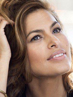 Estée Lauder toma a Eva Mendes como representante de sus nuevos cosméticos 'New Dimension