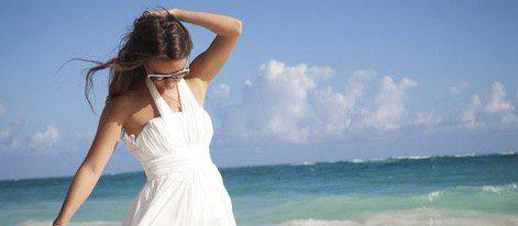 La ropa blanca no protege de los rayos solares tanto como la oscura