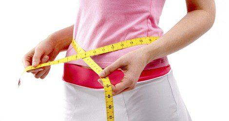 La retención de líquidos puede provocar el hinchazón de piernas, manos, tripa y cadera