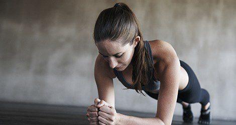 El deporte ayuda a que la los liquidos de más puedan ser explusados de nuestro cuerpo mediante el sudor